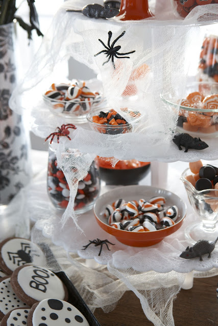 Clever Halloween party ideas! Easy last minute DIY.