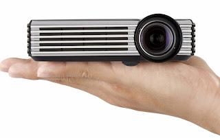 Проектор ViewSonic PLED-W200 - помешается на ладони