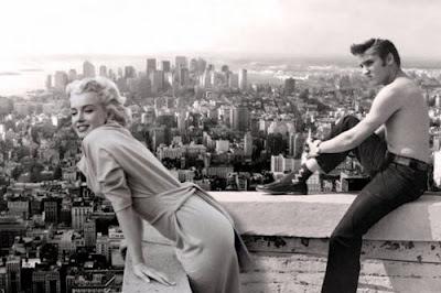 Marilyn Monroe y Elvis Presley con New York de fondo