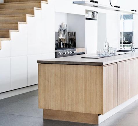 Living in designland cocinas bajo escaleras for Escalera de cocina