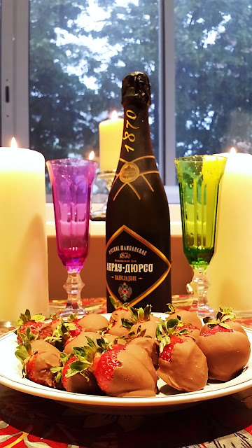 шампанское с клубникой в шоколаде десерт романтический ужин