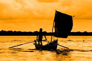 berlayar menuju pantai harapan