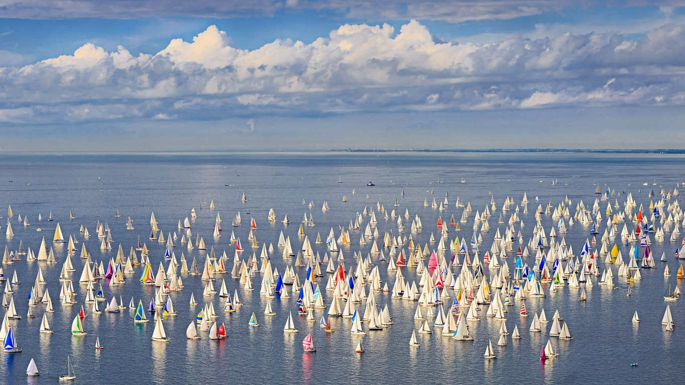 Barcolana regatta, Gulf of Trieste, Italy (© SIME/eStock Photo) 34