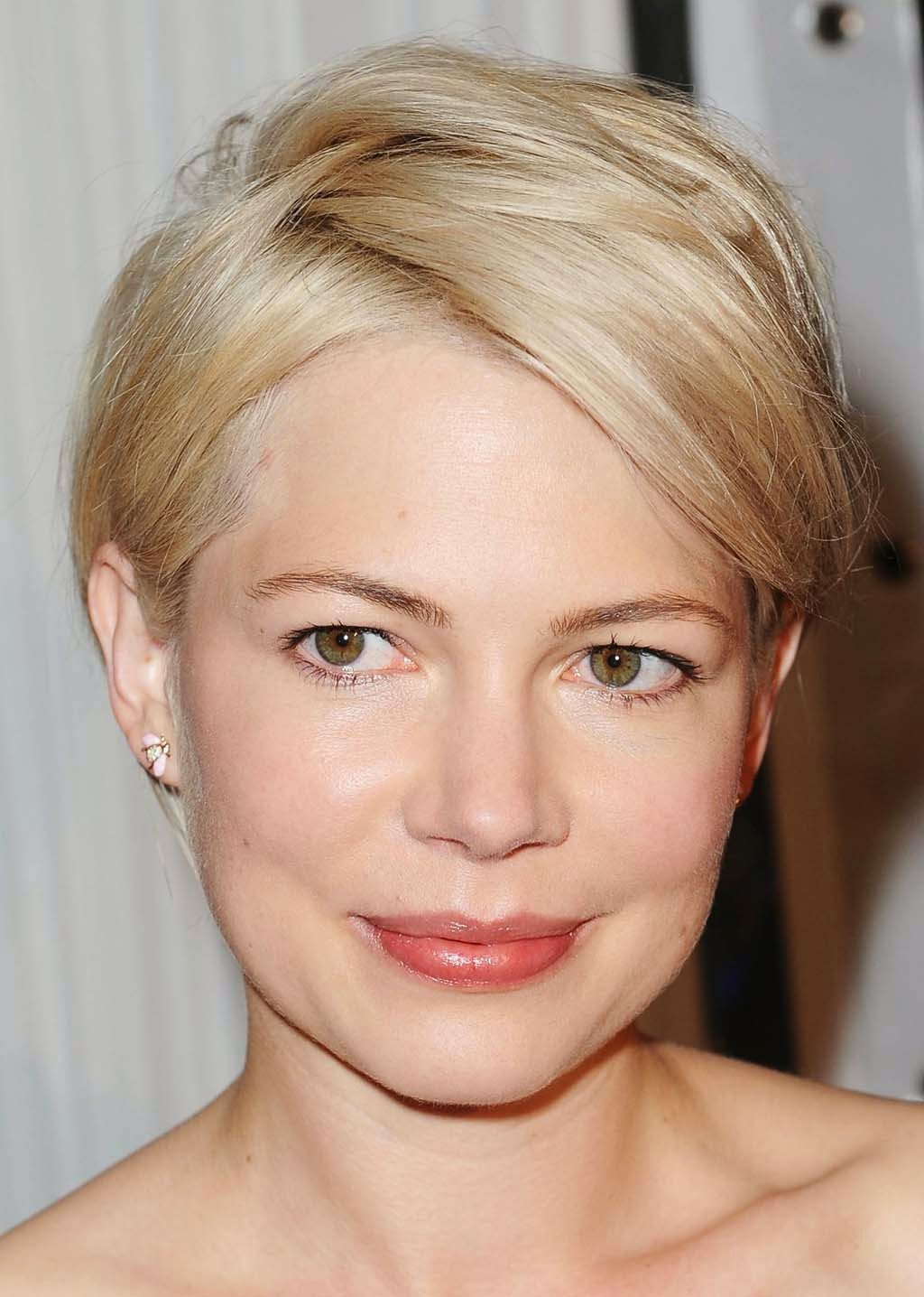Superb Hairstyle: Short Cool Hairstyles for Round Faces