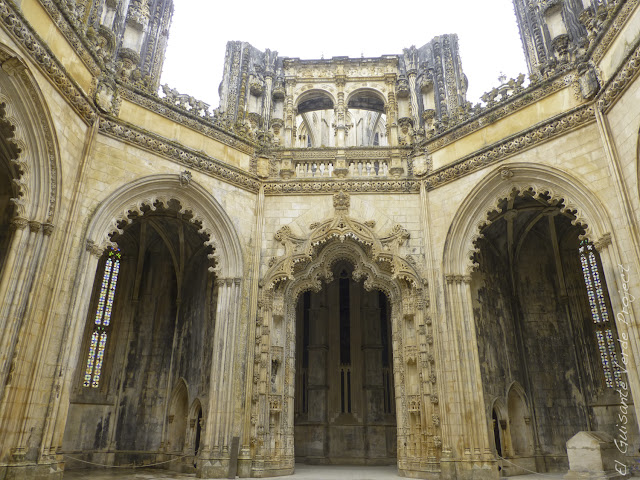 Capelas Imperfectas del Monasterio de Batalla - El Guisante Verde Project
