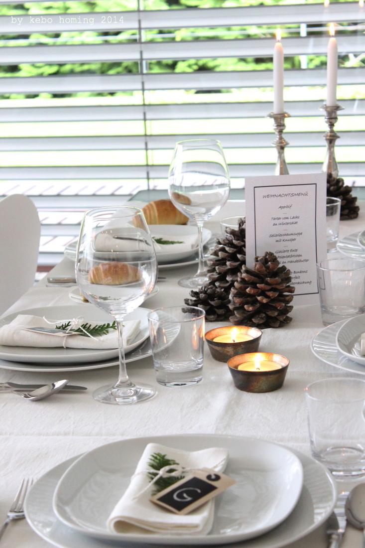 Table setting idea, Tischdekoration, der schön festlich gedeckte Tisch, elegante schlichte Tischdeko für Weihnachten, Weihnachtsmenü, Silber, Advent