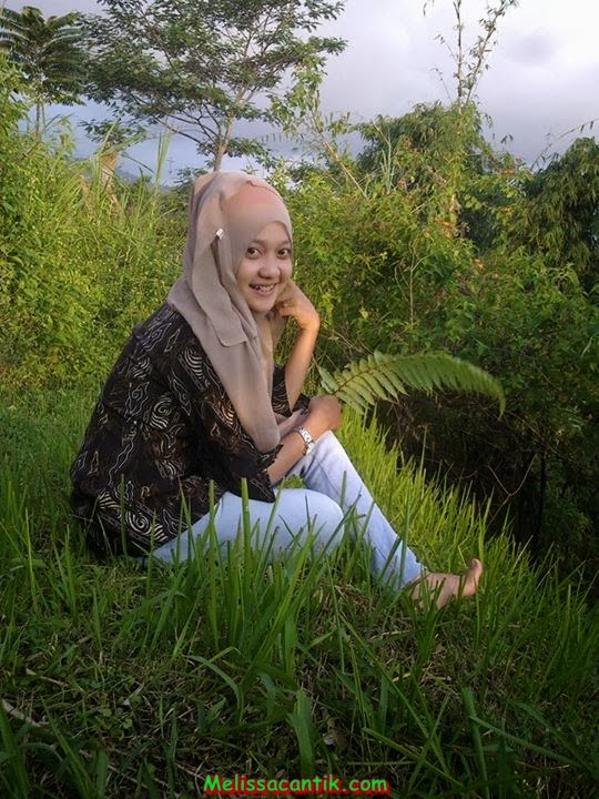 Sisca, Indonesian Young Girl Cute In Hijab Pictures