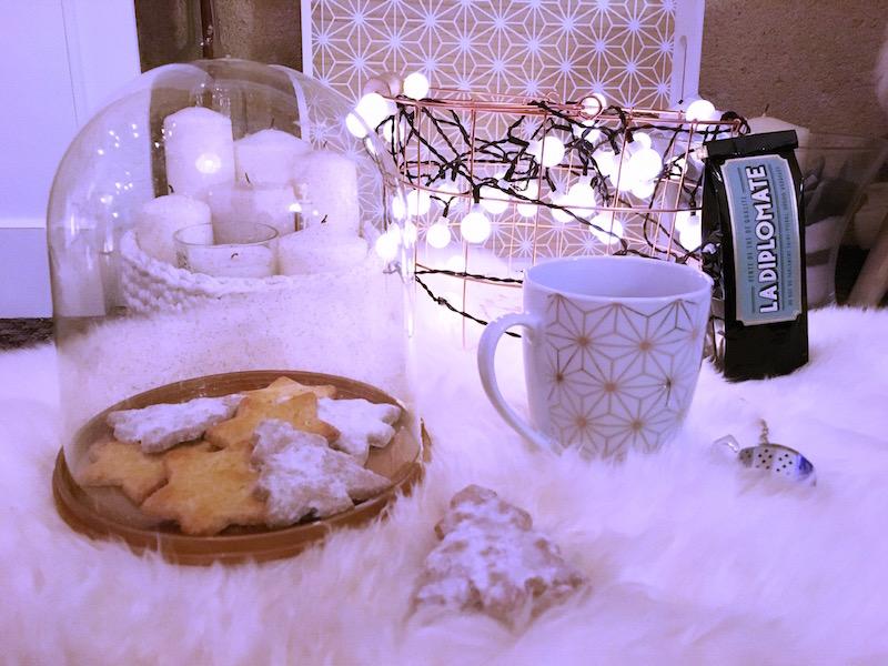moment thé cocooning avec une déco Maisons du monde , Hema et sablés Picard. Thé La Diplomate