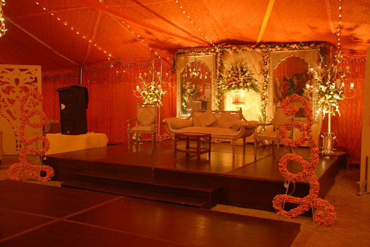 Mehndi Flower Arrangements : Mehndi stage shadi arrangements
