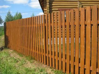 Деревянный забор штакетник. Фото 9