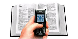 Un diccionario y un celular.