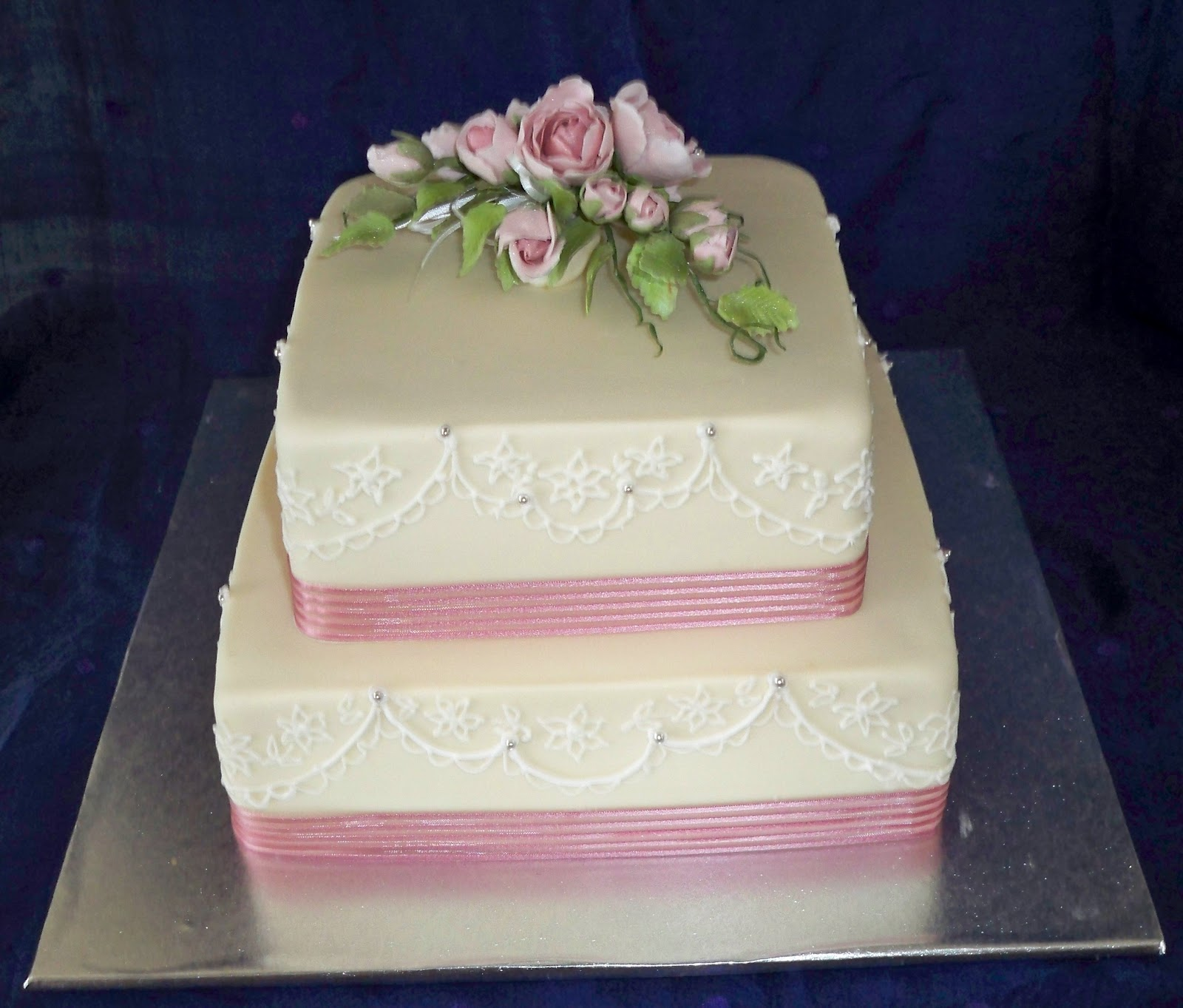elegant tradtitional square wedding cakes