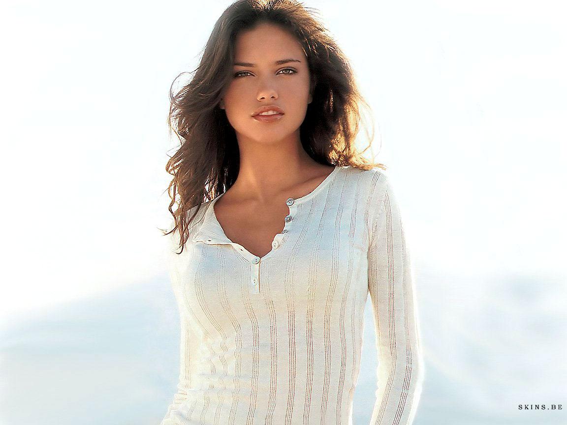 http://4.bp.blogspot.com/-FQVGpH8ziPQ/TeP9RmhBa7I/AAAAAAAAKYk/DdUopwQxMrg/s1600/Adriana+Lima+%25288%2529.jpg