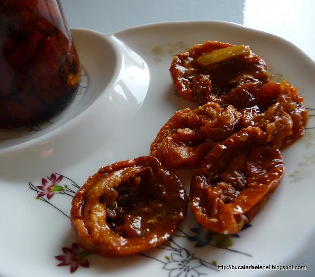 Rosii uscate marinate in ulei de masline