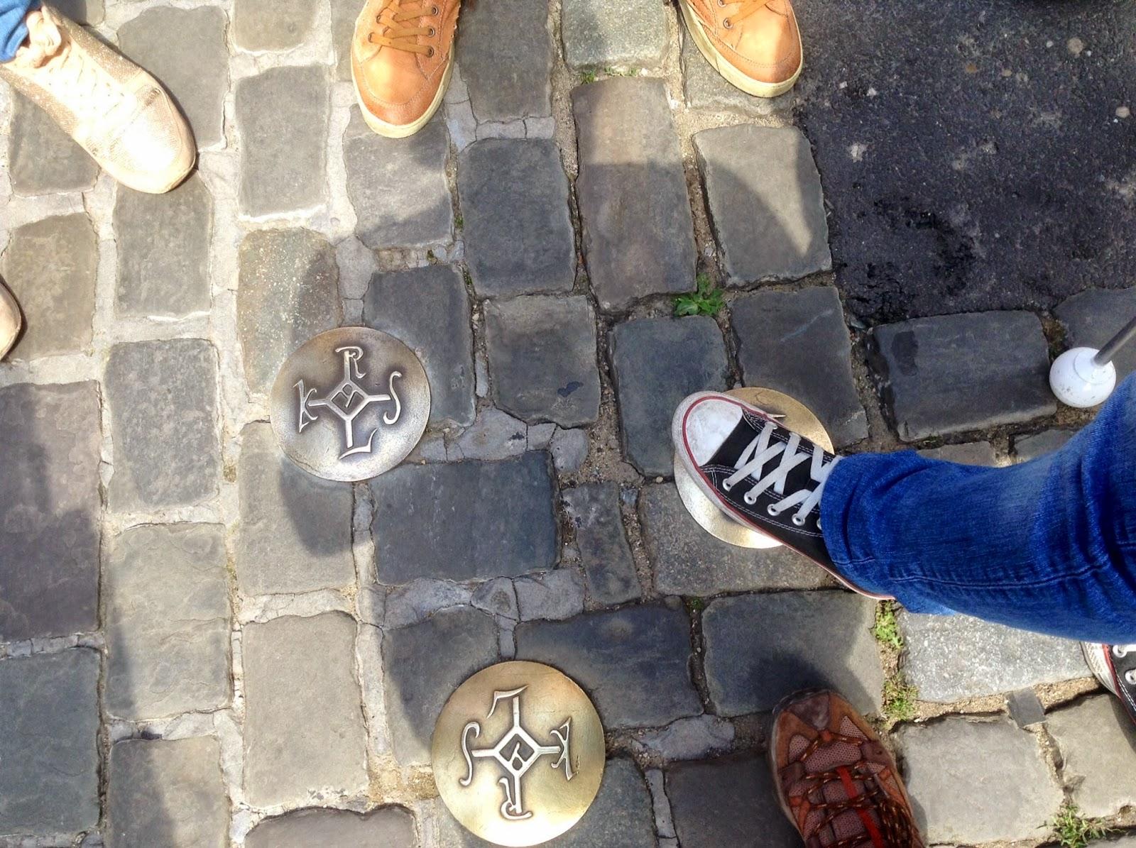 Em Aachen, com a guia, ao pé do Palácio de Carlos Magno, que hoje em dia é a Câmara!