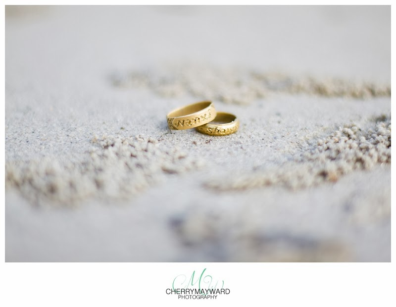 faux wedding rings, fake wedding rings for honeymoon, engraved rings, engraved wedding rings, rings on sand, rings on the beach, wedding rings in sand photo, crab holes in sand, small crab holes in thailand, koh samui, chaweng beach, tiny holes in the sand, tiny crab holes