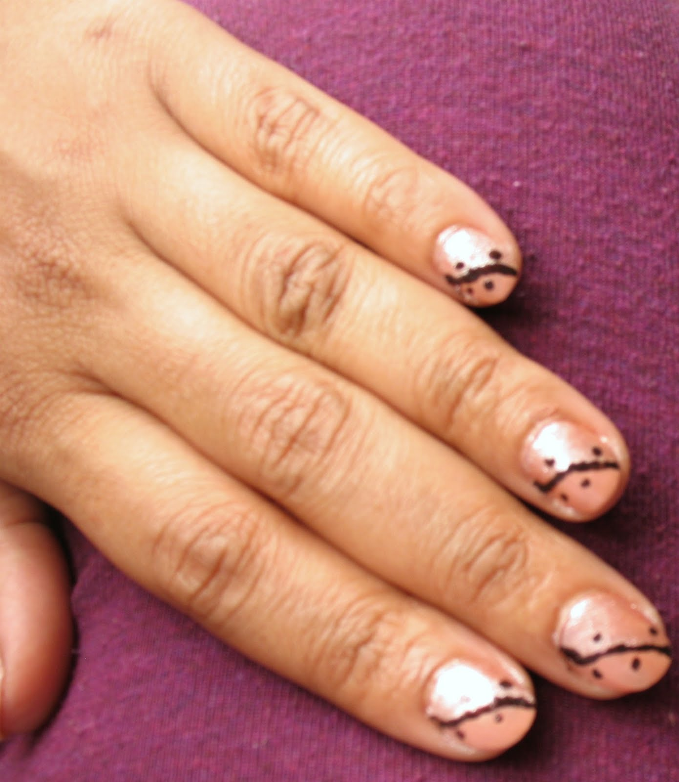 how to draw lines on nails