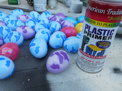 use spray paint to turn plastic easter eggs into faux robin eggs - diy