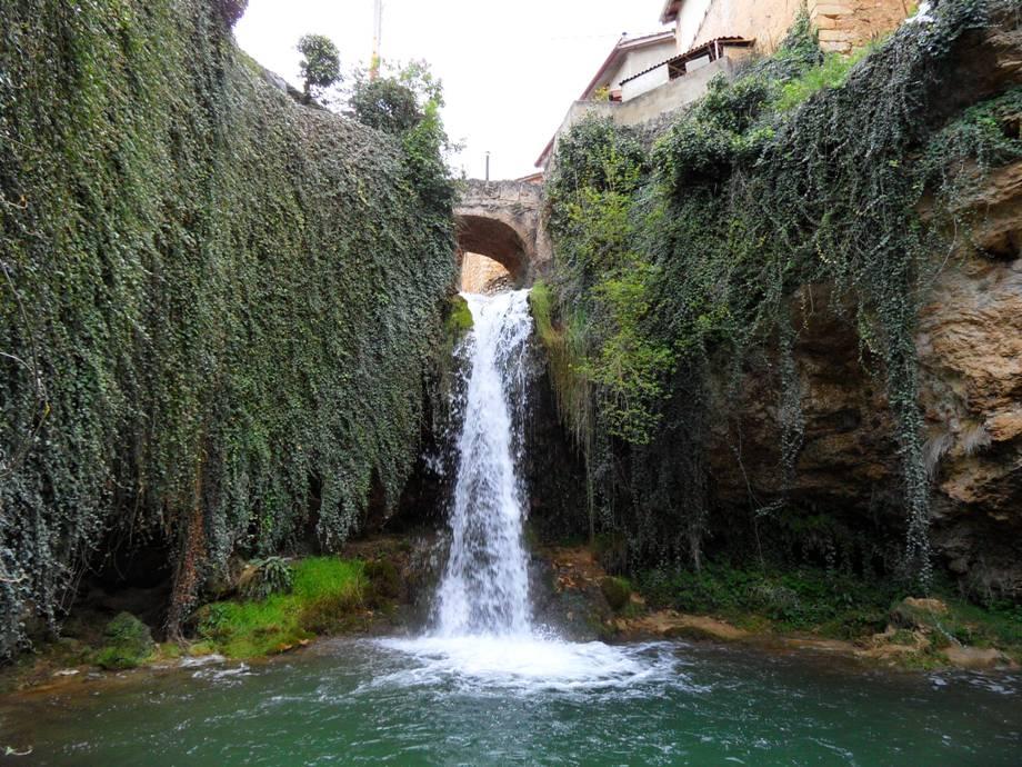 Tierras de burgos escultura del agua cascadas de tobera for Cascadas de agua