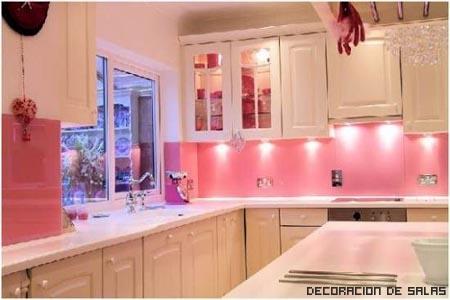 Decoraci n y afinidades paredes color fucsia - Cocinas rosa fucsia ...