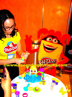 Demo of Play-Doh mini cupcake preparation
