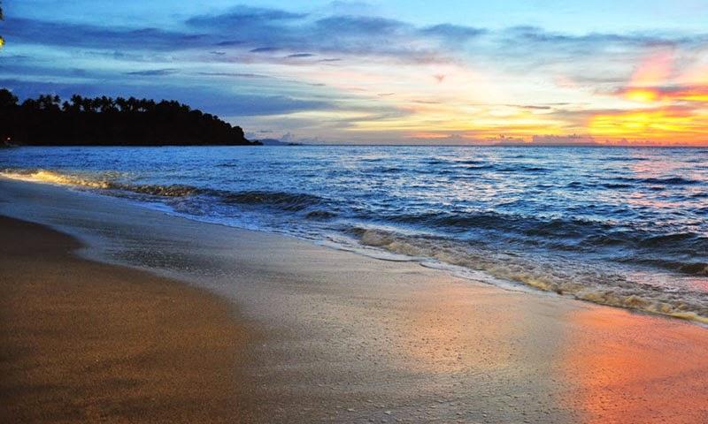 pantai senggigi, senggigi beach, pantai senggigi lombok, sunset di pantai senggigi, keindahan pantai senggigi, tempat wisata di lombok