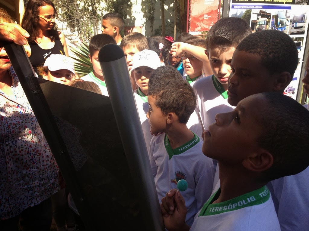 Crianças da Escola Alice Saldanha em visita à Casa da Memória