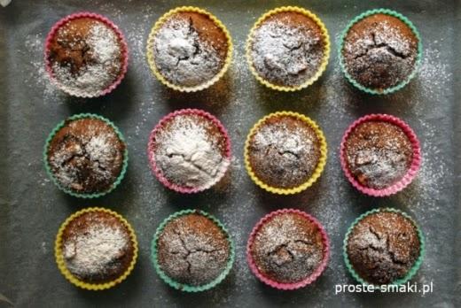Muffiny czekoladowe z owocami