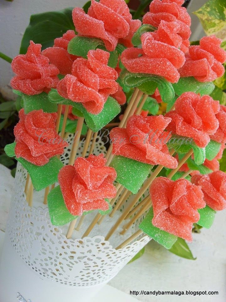 Candy bar m laga rosas de chuches - Adornos con chuches ...