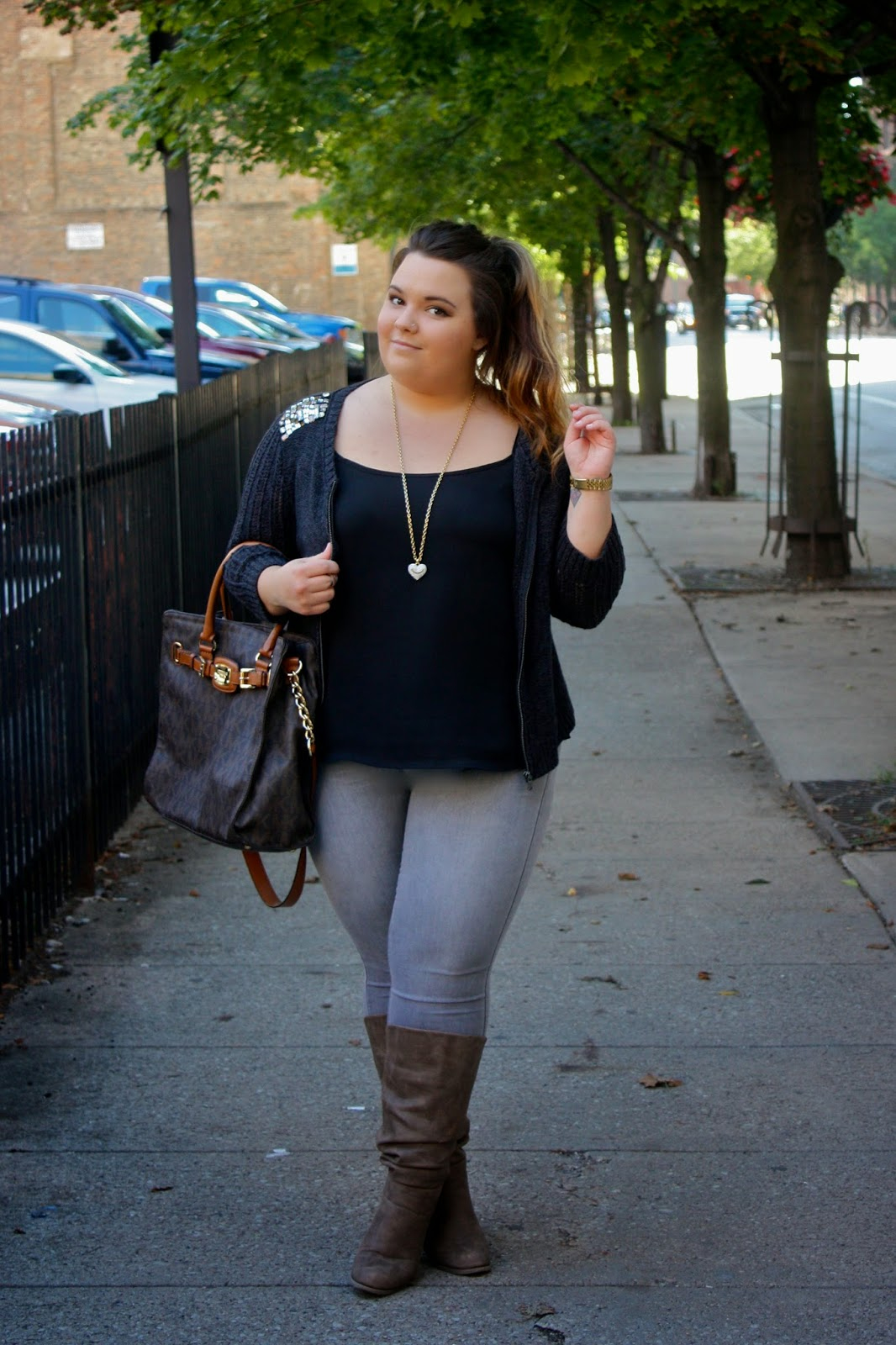 AMERICAN EAGLE, mossimo, gray jeans, thick girls, curvy fashionista, plus size fashion. plus size fashion blogger, fashion blogger, juicy couture jewelry, forever 21, michael kors, knuckle rings, natalie craig, natalie in the city, fall fashion, chicago