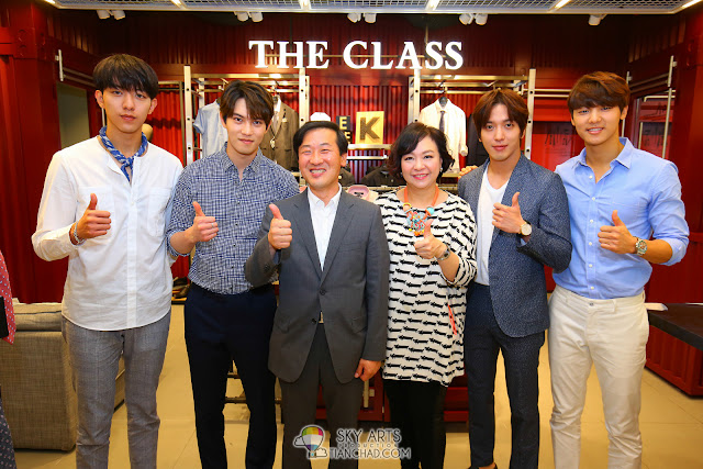 CNBLUE and Parkson Group VIPs @ The Class Malaysia, Mid Valley Megamall Photo by Mango Loke