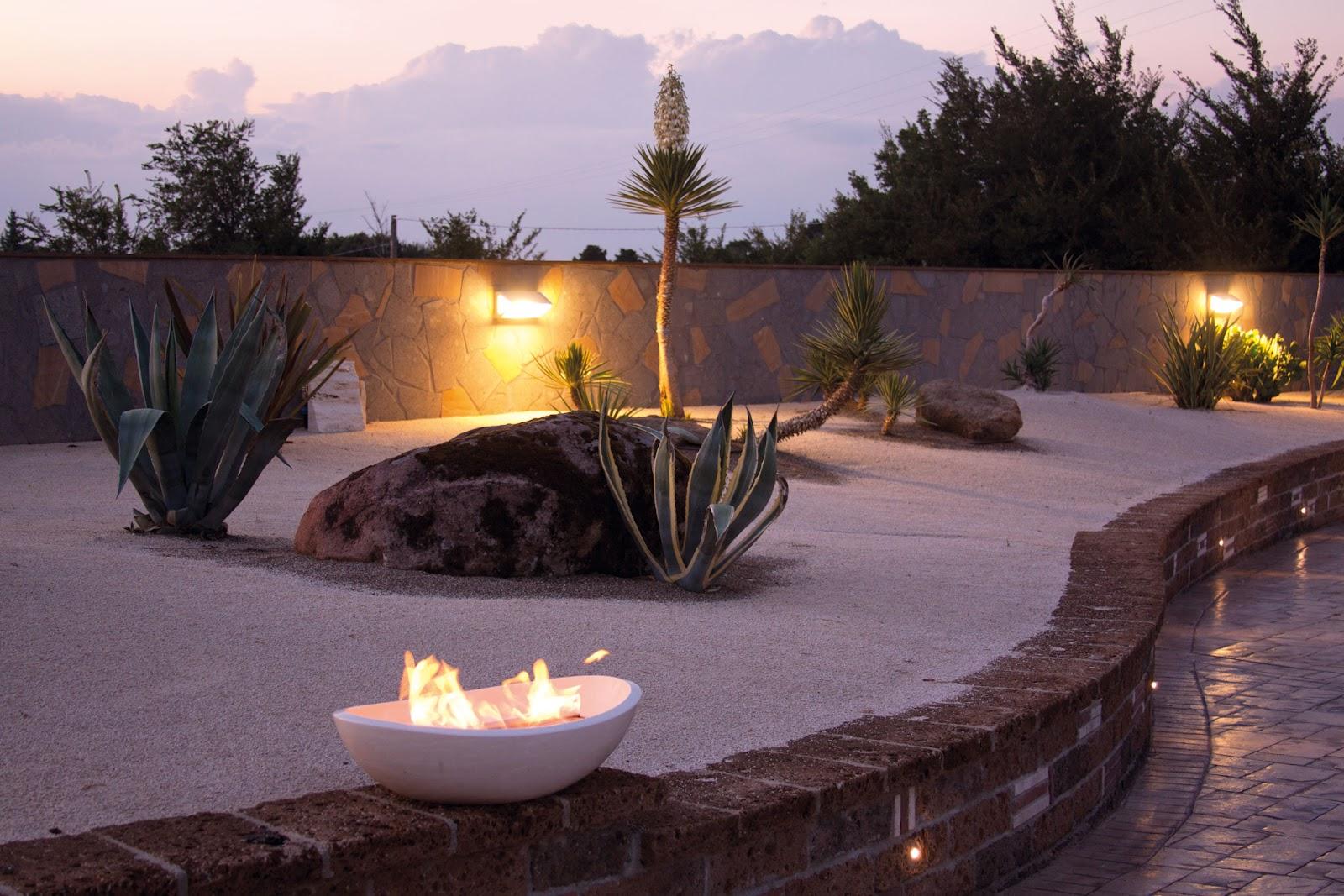 Kamini kot dekoracija: Urejanje okolice in vrtni kamini