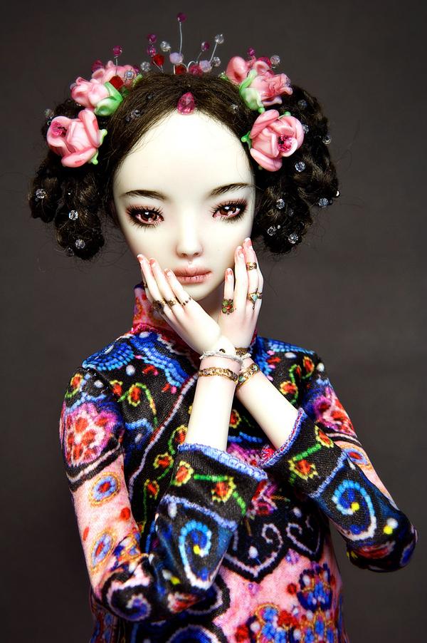 Bella muñeca de porcelana