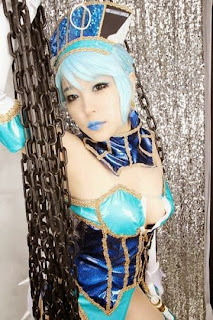 Mussum cosplay as Blue Rose from Tiger and Bunny