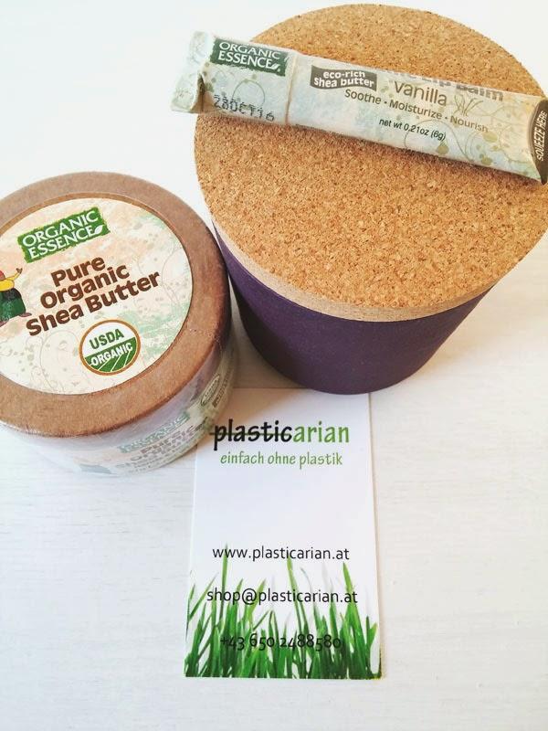 Pure Organic Shea Butter, einen Lippenpflegestift und ein Gefäß aus Bambus haben wir von plasticarian.at zum Testen bekommen.
