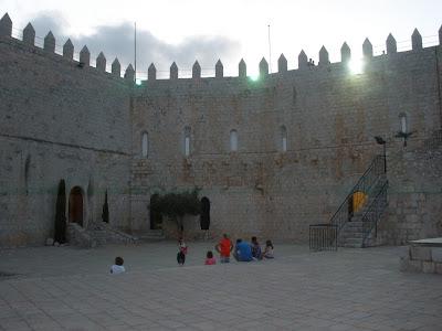 Patio de Armas del Castillo Palacio de Peñíscola.