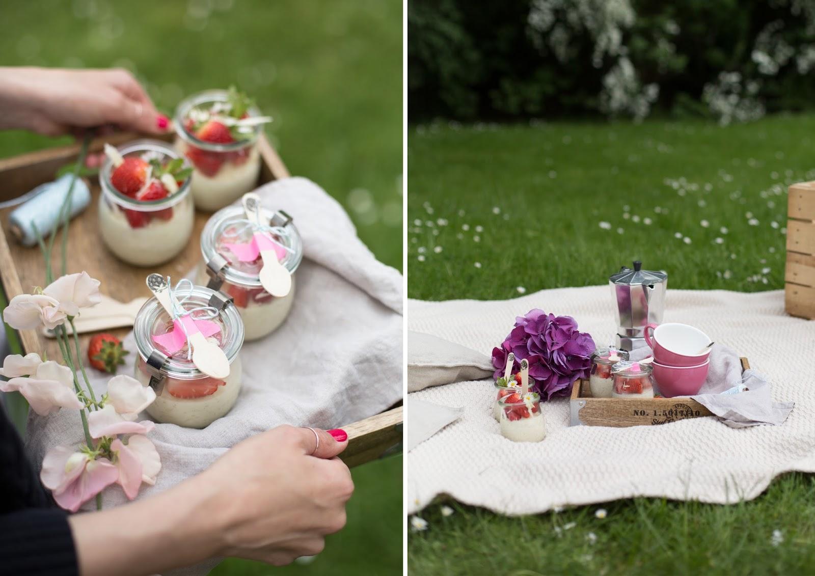 Picknick mit weißem Schokoladenmilchreis und frischen Erdbeeren #vegweeks