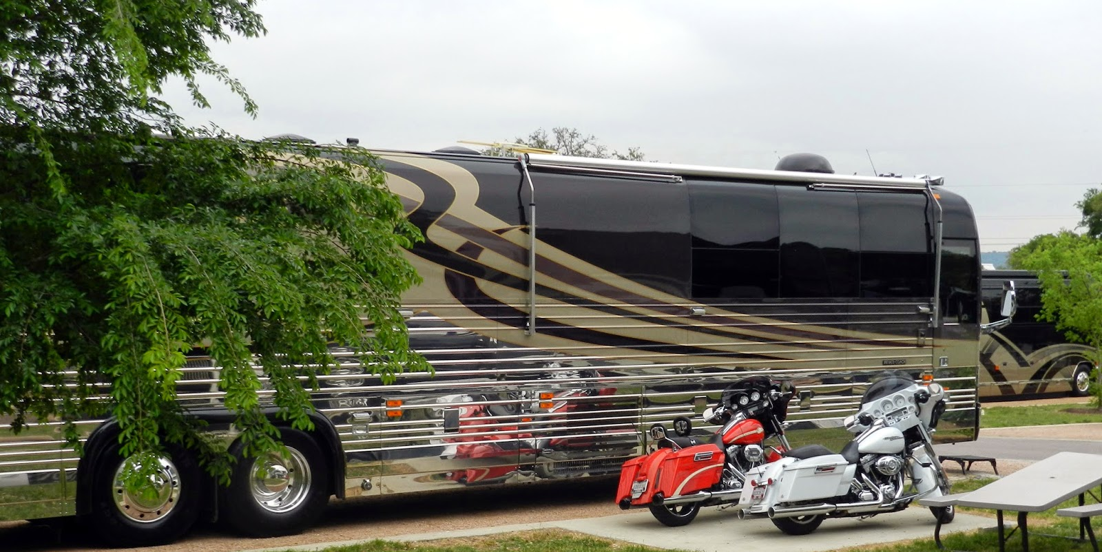 Reflections from the road bus 39 n bikers for Million dollar motor homes