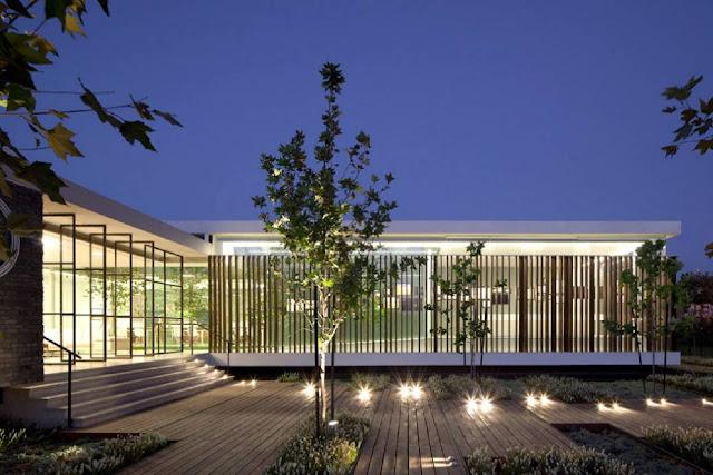 01Gindi-Holdings-Sales-Center-by-Pitsou-Kedem-Architects