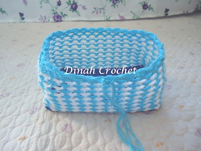 Dinah's Crochet ..: Ruffle Tissue box cover