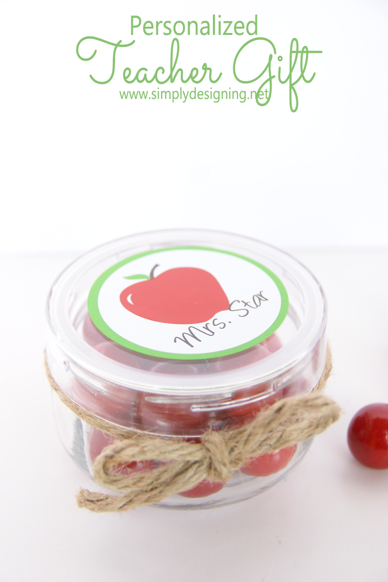 Teacher Gift | this is sooooo cute and simple to make!  Pinning for later! | #backtoschool #teachergift #teacherappreciation #vinyl #apples