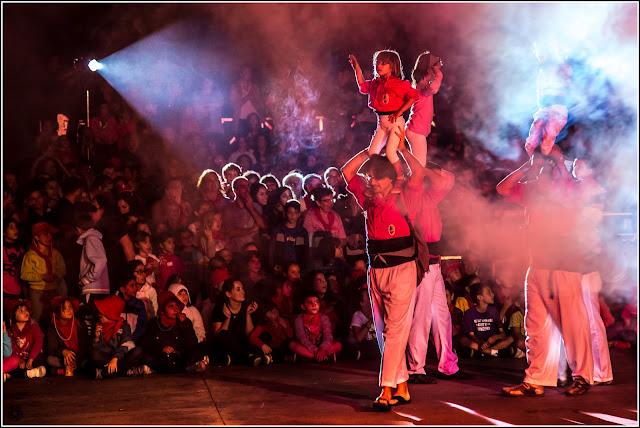 Seguici Popular de la Festa de Tardor de Sant Feliu de Llobregat: Fiesta a Contraluz