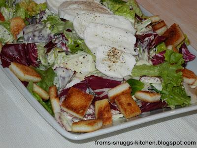 Salat mit Büffel-Mozzarella und Senf-Dressing