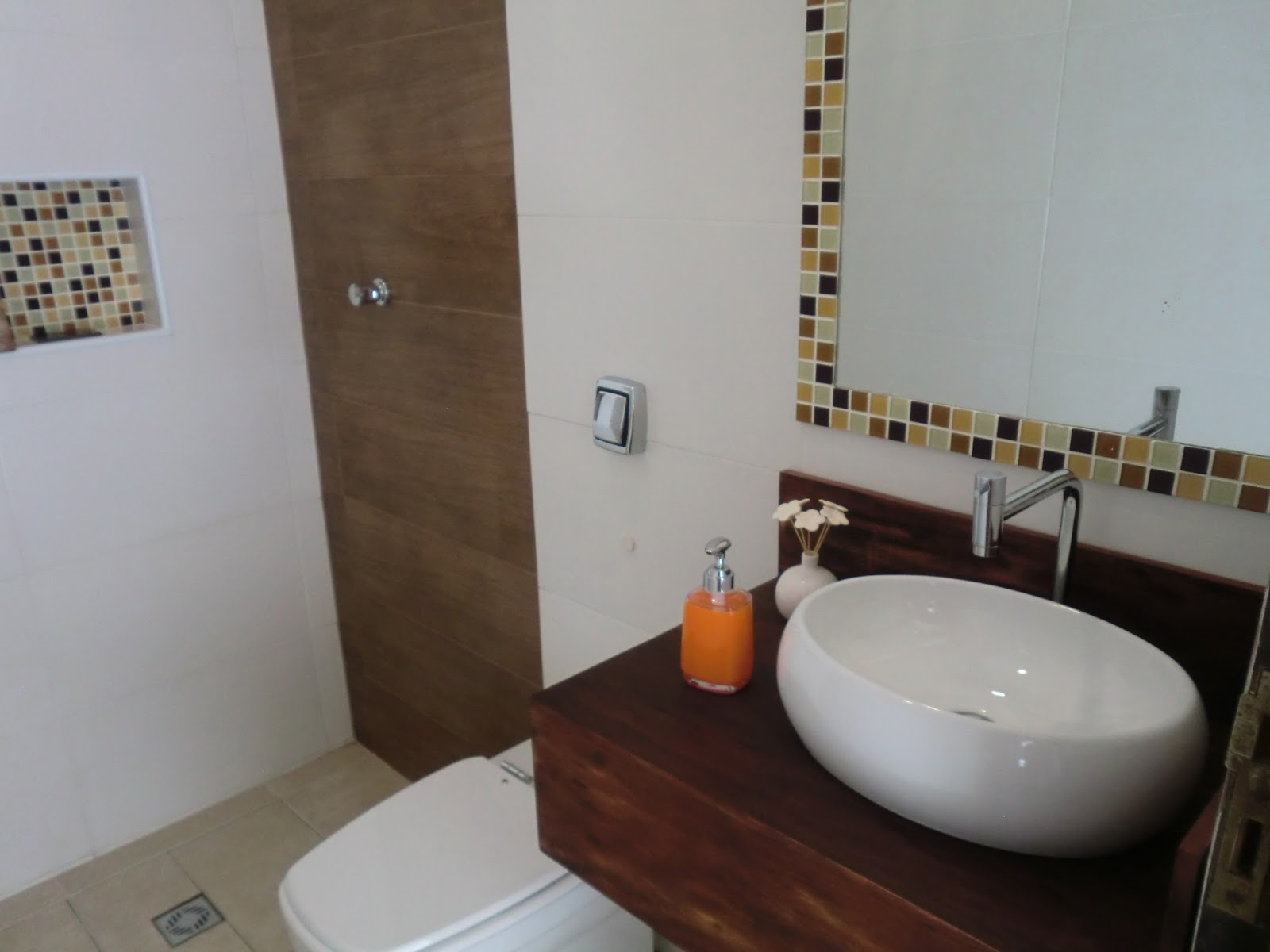 Imagens de #35251D bancada finalmente chegou e ja foi instalada . o espelho tambem  1600x1200 px 3698 Banheiros Prontos Fotos