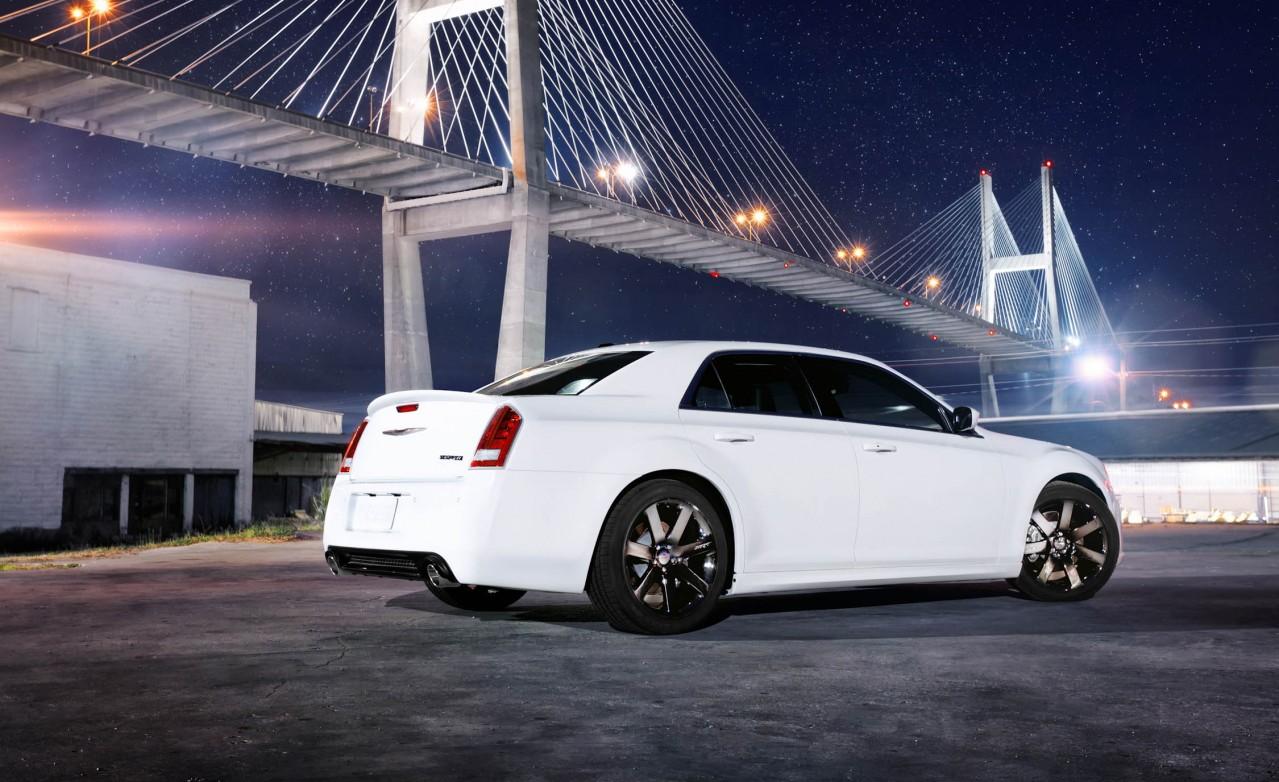 ignitionspeed chrysler 300c srt8 50 000 dollar bentley car reviews and comparisons. Black Bedroom Furniture Sets. Home Design Ideas