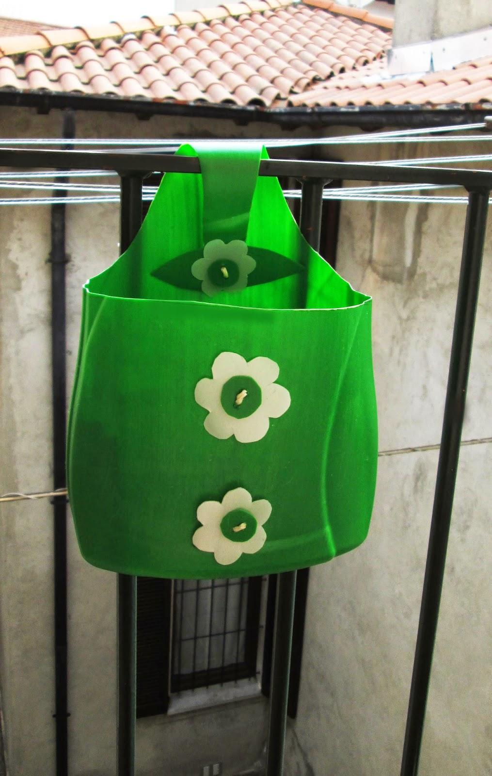 Stelledilatta porta mollette da riciclo plastica - Porta detersivi ...