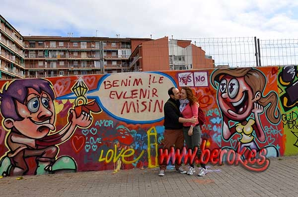 Vídeo de como proponer matrimonio a una mujer con un graffiti