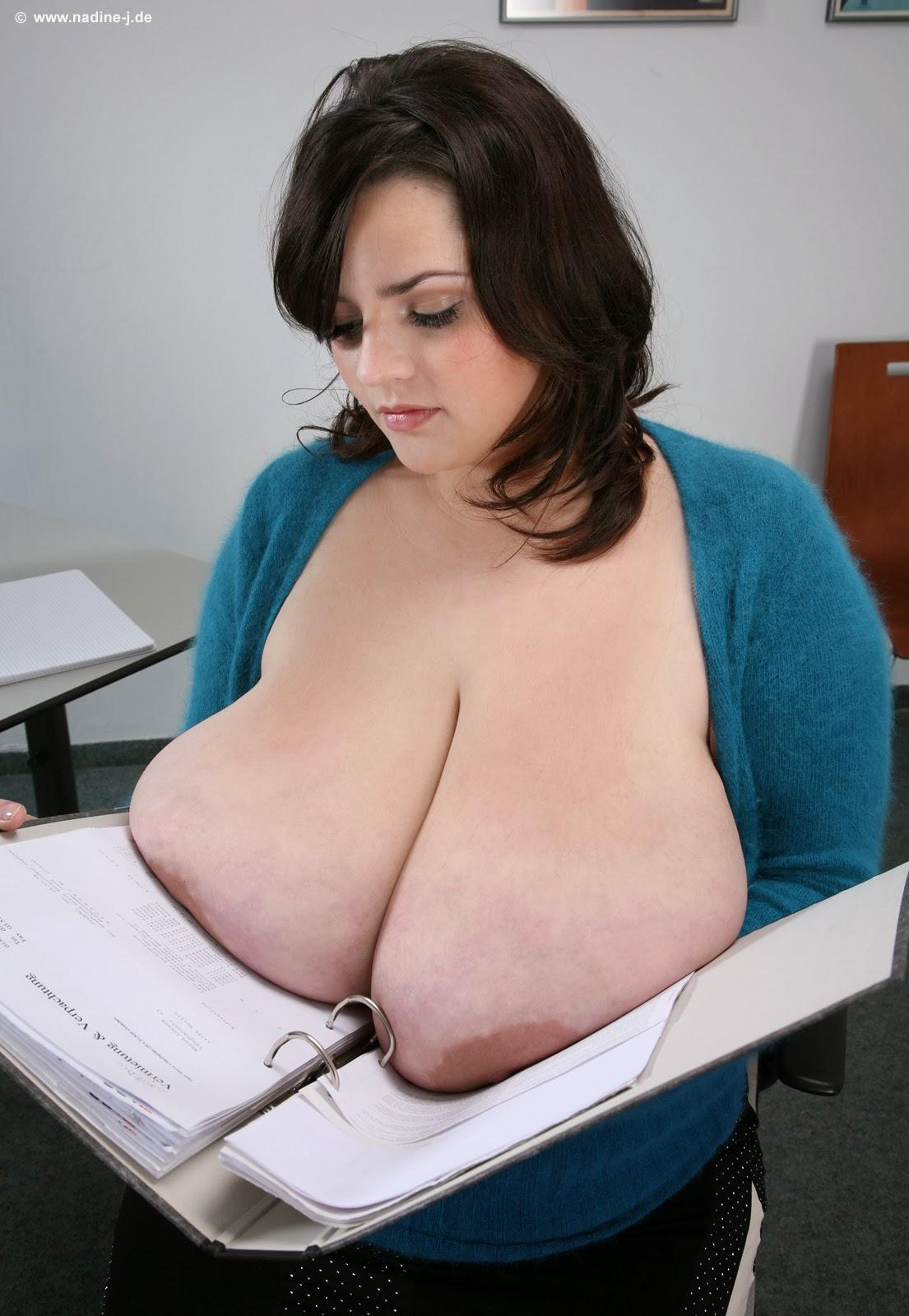 THIS mega giant tits riding