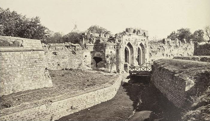 Battle damage to the Kashmere Gate in Delhi 1857