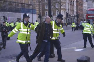 Συγγνώμη Βρετανίας στο Νταβούτογλου για διαδηλώσεις στο Λονδίνο εναντίον του!